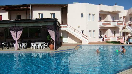 Hotel Jechrina: le restaurant les chambres et la piscine