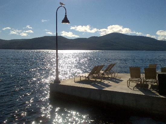 The Sagamore Resort: Lounge chairs abutting Lake George