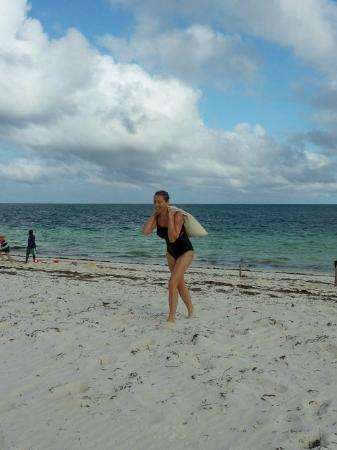 Wildfitness - Baraka House: circuit training on the beach and still somehow smiling :)