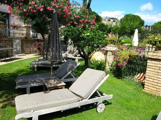 Hotel Villa Ducale:                                     Beautiful grounds at Villa Carlotta