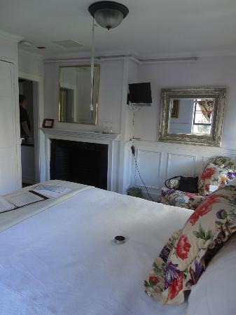 Samuel Durfee House: Jackie O Room