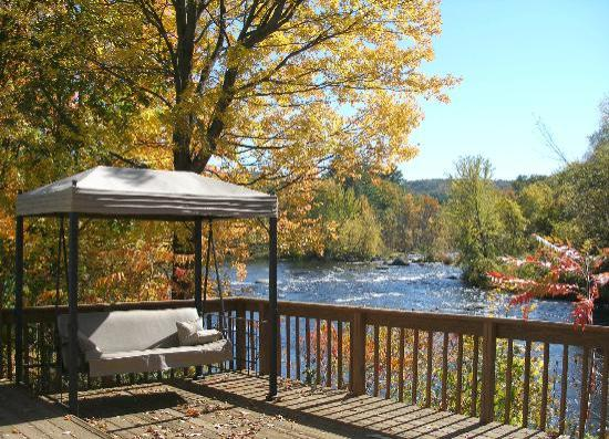 Henniker House: Come let the river soothe you