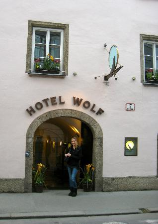 Hotel Wolf : Entry
