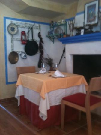 Ruta del Mulhacen: Pequeño rincón con objetos antiguos
