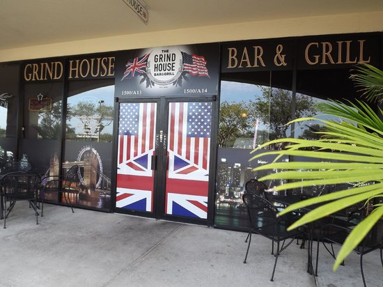 Grind House Bar and Grill: Front Entrance