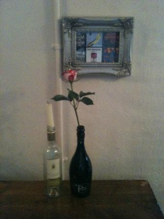 The Old Courthouse Wine and Coffee Bar: Flowers and Candles