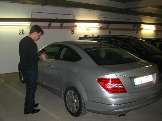Platzl Hotel: Hotel Garage
