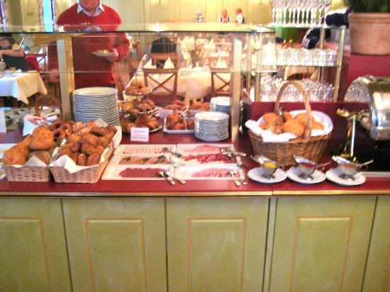 Platzl Hotel: Breakfast Buffet