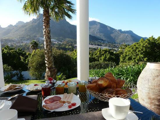 CUBE Guest House: Der Ausblick beim Frühstück