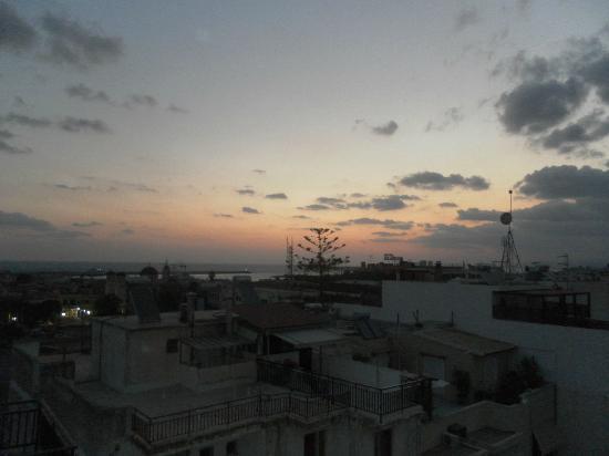 Jo-An Palace Hotel: Sonnenaufgang vom Dach des Jo-An-Palace aus...