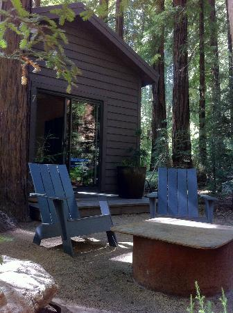 Glen Oaks Big Sur: Our outside seating and fire-pit