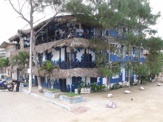 Hostal Brisa Marina: Vista desde la calle