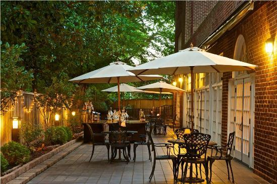 Historic Inns of Annapolis: outdoor meeting space