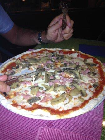 Ristorante Sausalito: Ham and Mushroom Pizza