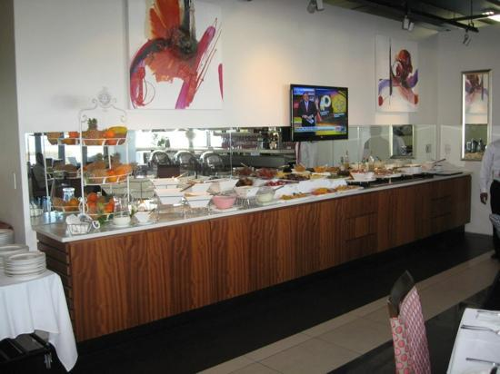New Kings Hotel: a full buffet for breakfast every morning