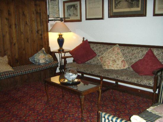 The Gretna Chase Hotel: Snug area