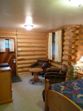 Patricia Lake Bungalows Resort: Cabin interior