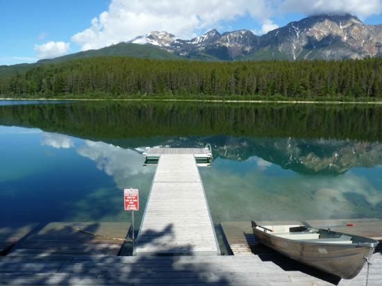 Patricia Lake Bungalows Resort: View from one end of the jetty