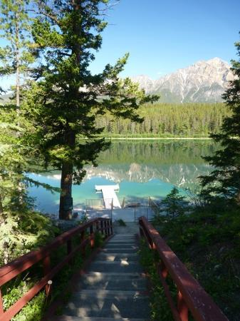 Patricia Lake Bungalows Resort: View from the top of the ramp