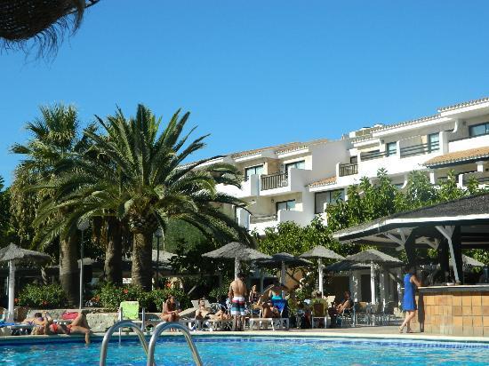 Hotel Club Bahamas Ibiza: outside seating area