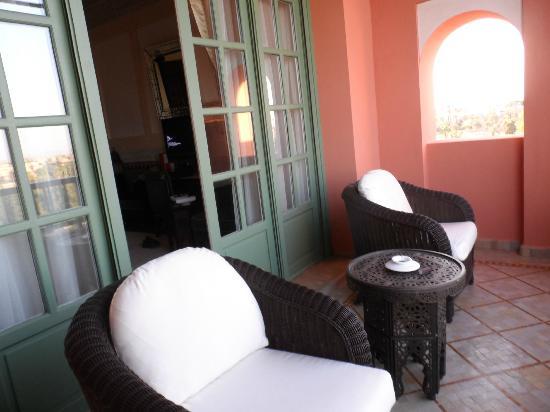 لا مامونيا: Balcony