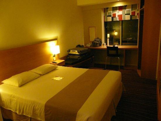 Ibis Deira City Centre: Vista de la habitación