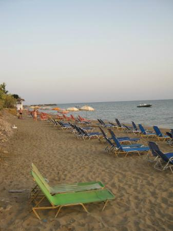 Ananias Studios & Apartments: The main beach at the end of the day