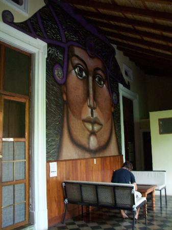 Hostel Oasis: Pasillo y Mural (1)