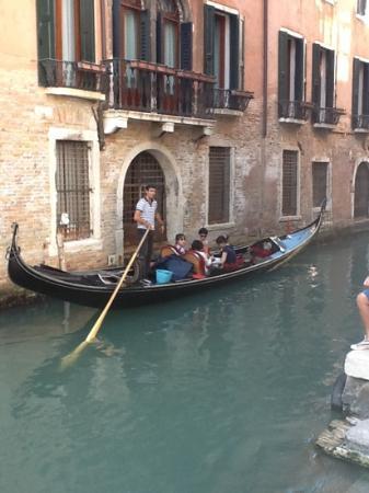 Hotel Dei Dragomanni: a nearby canal