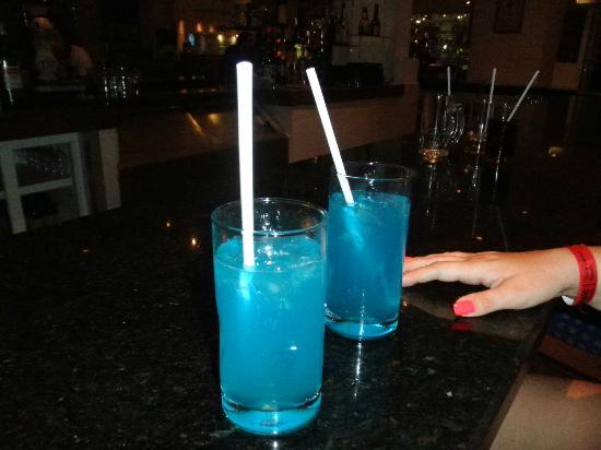 Barcelo Costa Cancun: delicious Blue Lagoons from the Lobby Bar