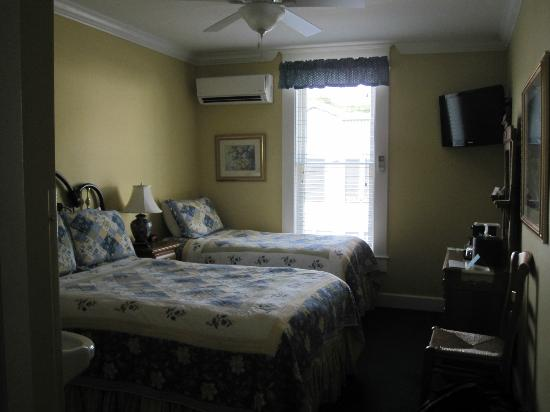 Chippewa Hotel Waterfront: Mainstreet Double w/twin Room