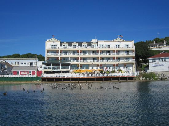 Chippewa Hotel Waterfront: Exterior of hotel