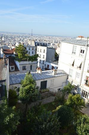 Une Chambre a Montmartre: View from the window where breakfast is taken