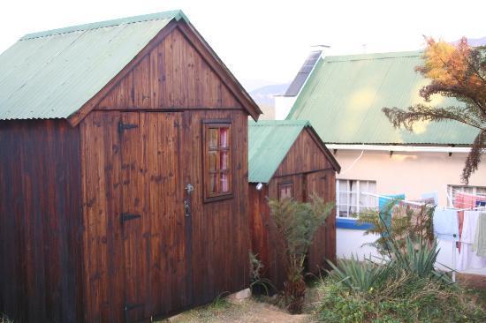 Valley View Backpackers: Holzhütten auf dem Gelände