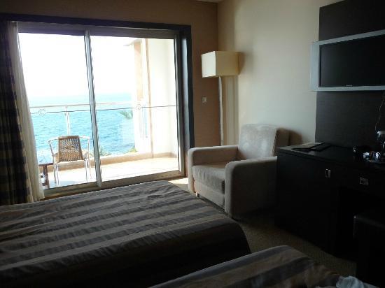 Charisma De Luxe Hotel: room