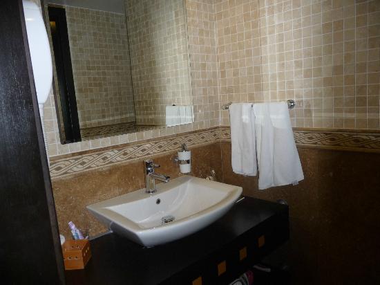 Charisma De Luxe Hotel: bathroom