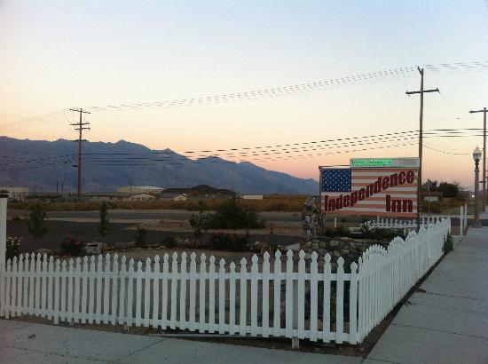 Independence Inn Motel: White picket fence - you can't get more American than this!