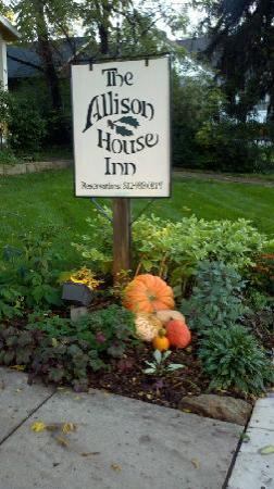 Allison House Inn: Fall colors