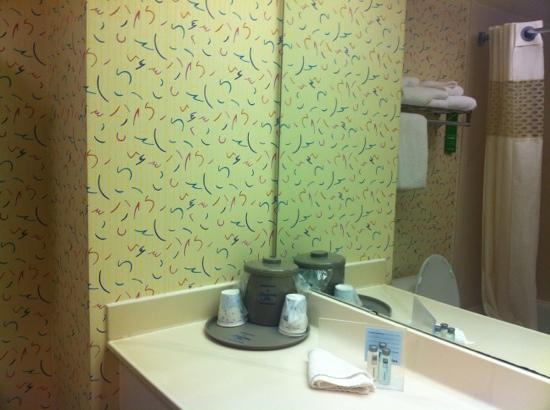 Hampton Inn Brooksville / Dade City: check out that wallpaper