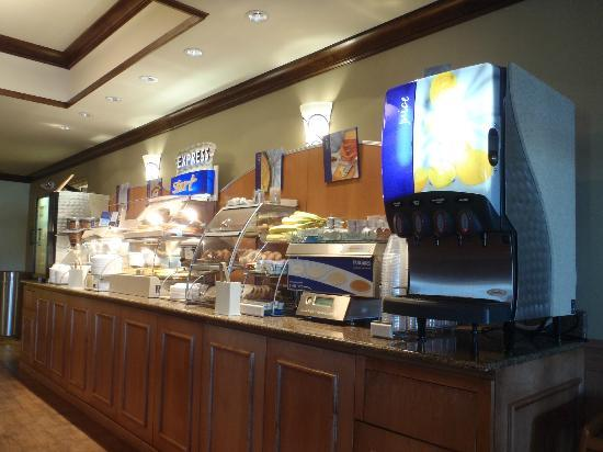 Holiday Inn Express Suites Lander: Breakfast buffet