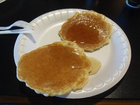 Holiday Inn Express Suites Lander: Pancakes from the pancake machine!