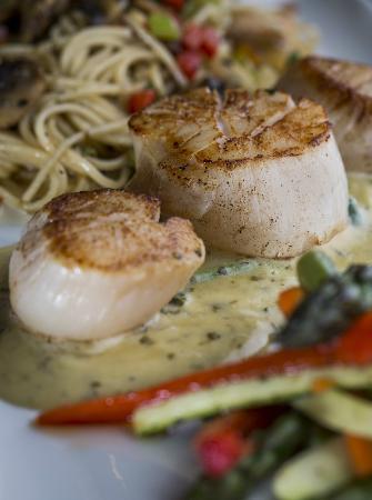 Restaurant Le Manoir : Pétoncles rôtis aux légumes et au pesto