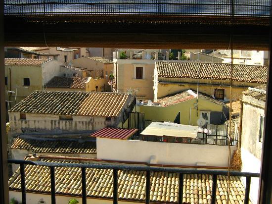 Bed & Breakfast Dolce Silenzio : panorama sui tetti di Ortigia dalla camera