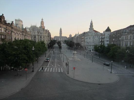 InterContinental Porto Palacio das Cardosas : early morning on the plaza/ Praca