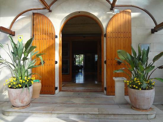 Sheraton Mallorca Arabella Golf Hotel: The entrance to the hotel. Its like a hugh villa