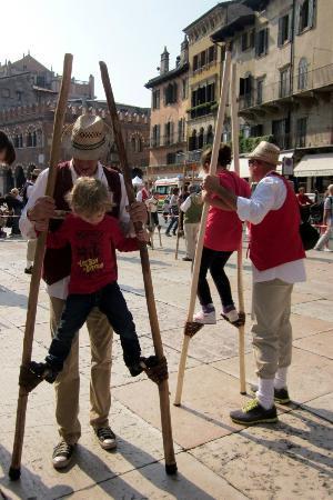 Tocati, Festival Internazionale dei Giochi in Strada: Stilts!