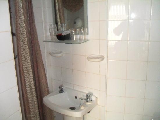 Elmfield Hotel: En-suite Shower Room.