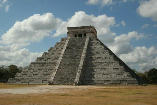 Cancun With Me Day Tours: pyramid at chichen itza