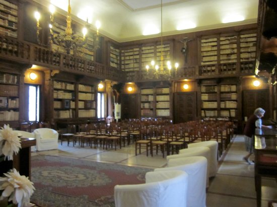 Biblioteca Capitolare: No one else around but the docent and me