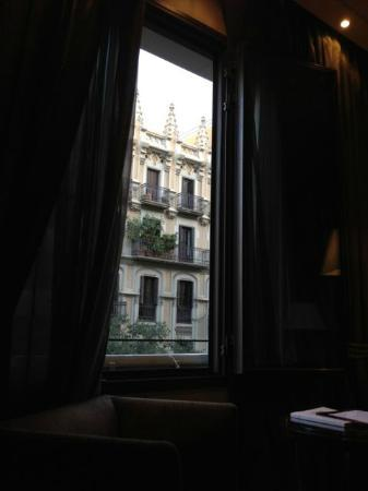 Barcelona Center Hotel: View from inside room